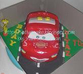 cake ultah berupa cake berbentuk mobil yang di buat dari cake yang di pahat / di carving. isi bisa coklat cake, vanilla cake, lapis surabaya..