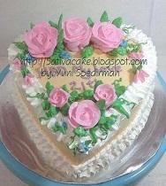 kue ulang tahun bentuk hati pesanan mas retnohadi