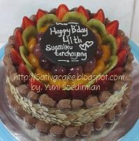mocca nougat cake toping fruity full