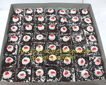 cake potong mini pesanan mbak Fanie